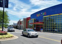 Fair Lakes Center: Toys R' Us
