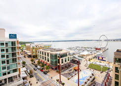 National Harbor: Waterfront Street and National Plaza