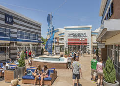 Prime Restaurant Opportunity at Tanger Outlets National Harbor: Gap & Banana Republic