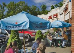 The Shops at Fair Lakes: Outdoor Seating